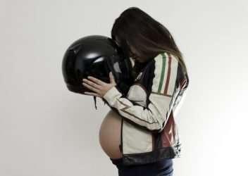 Montar en moto estando embarazada