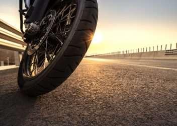Cambiar neumáticos de moto