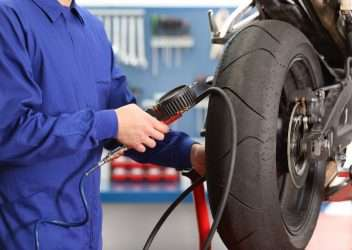 Profundidad mínima de los neumáticos de una moto