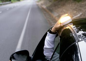 Ventajas luces de señalización V-16 vs triángulos de emergencia