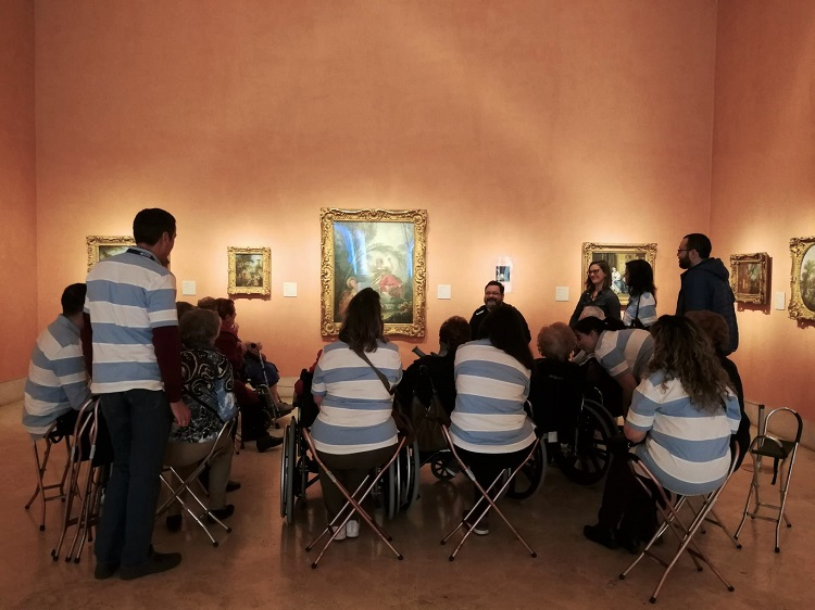 Voluntarios Reale Seguros Madrid visitando el Thysenn con Grande Amigos